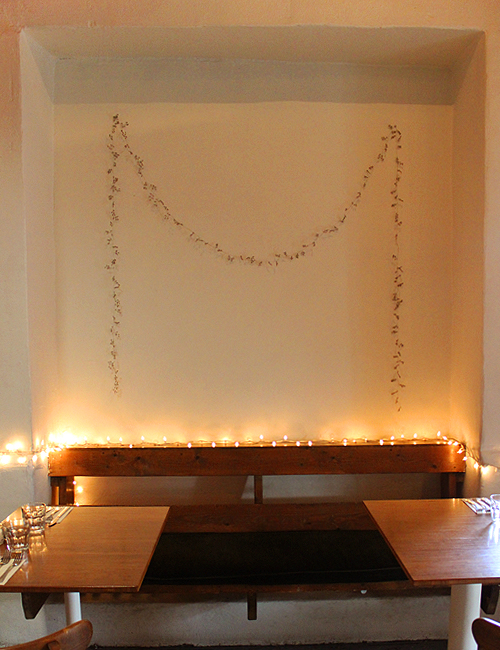 Alcove Seating with Garland